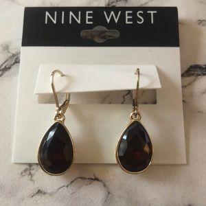 Nine West dangle earrings with brown/red gems